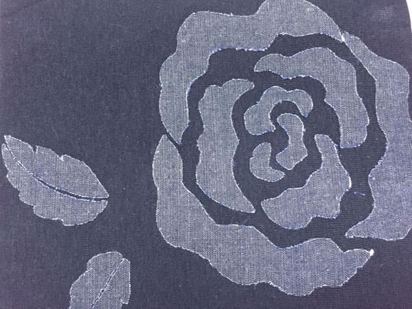 Graphic rose decos on cotton jean